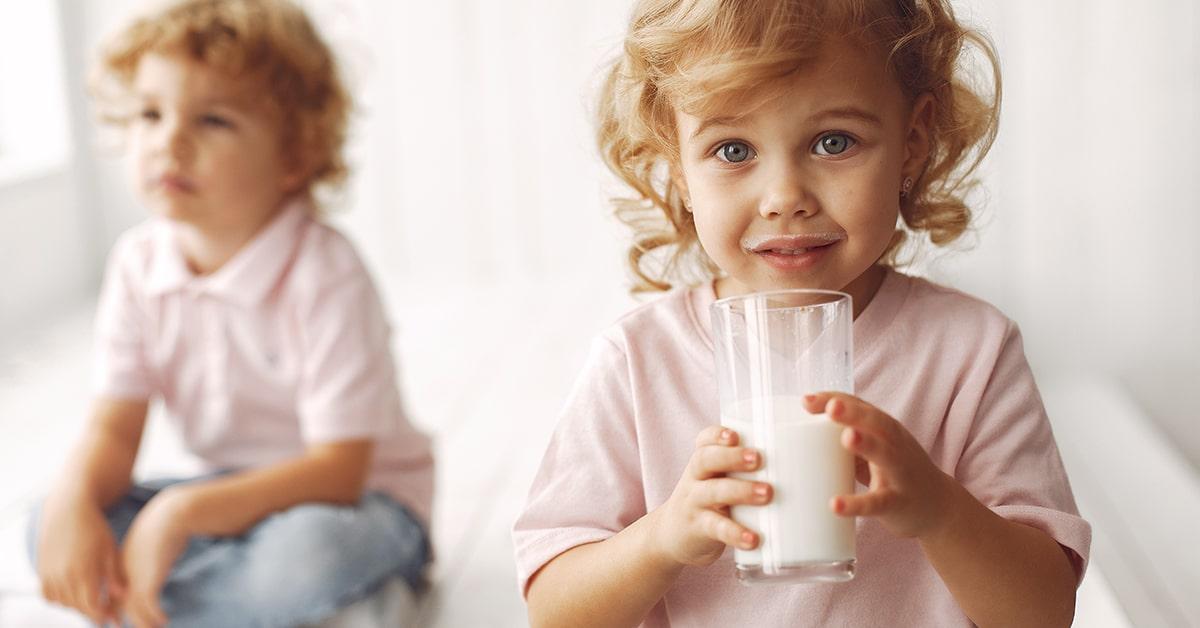 Adaptirana mliječna formula ili kravlje mlijeko?